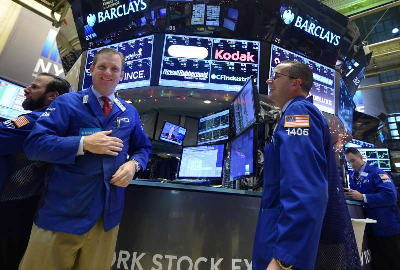 Traders work on the floor of the New York Stock Exchange (NYSE), in New York, the United States, on Dec. 16, 2015. U.S. stocks rallied for the third straight day Wednesday, as the U.S. Federal Reserve decided to raise interest rates for the first time in nearly a decade. The Dow jumped 1.28 percent, and the S&P 500 leapt 1.45 percent, while the Nasdaq soared 1.52 percent.