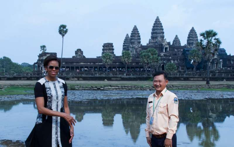 U.S. first lady Michelle Obama (L) poses for photos in front of the Angkor Wat Temple in Siem Reap province, Cambodia
