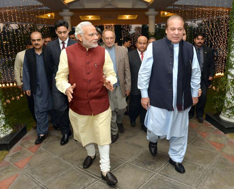 Modi visits the Prime Minister of Pakistan, Mr. Nawaz Sharif's home in Raiwind, where his grand-daughter's wedding is being held, in Pakistan