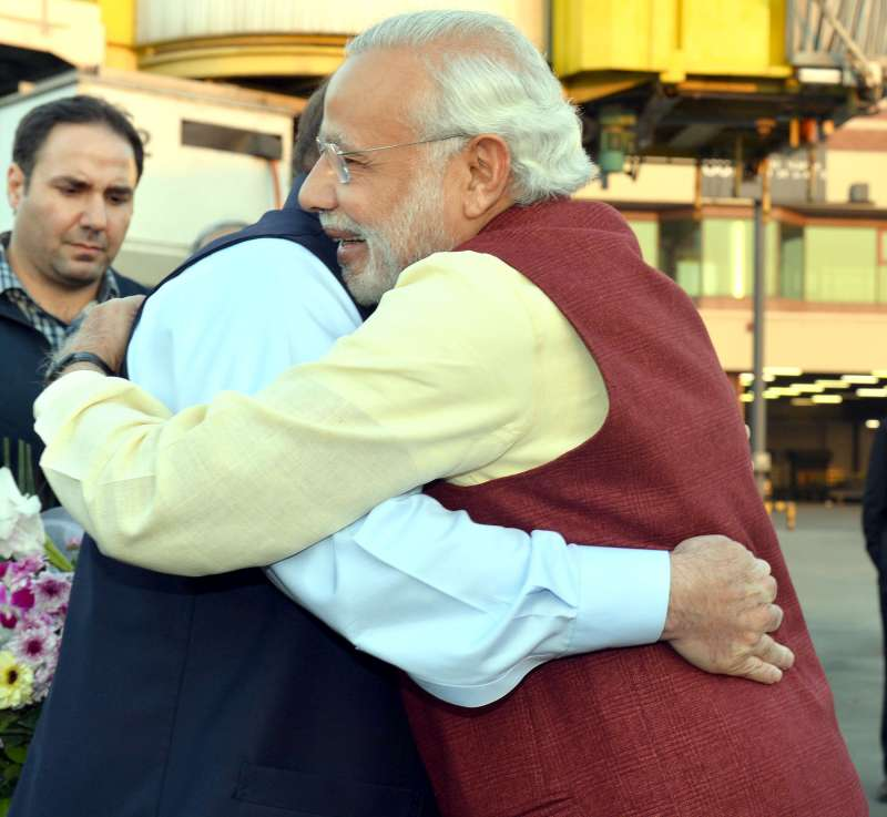 Modi warmly received by the Prime Minister of Pakistan, Mr. Nawaz Sharif, at Lahore, Pakistan 4