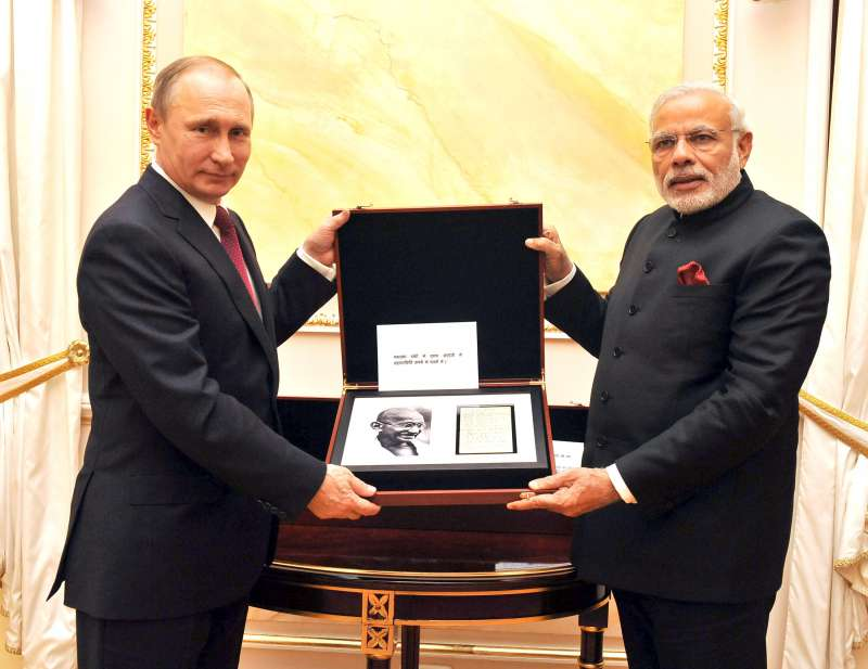 Russian President Mr. Vladimir Putin presents to  Modi a page from Mahatma Gandhi's diary containing Gandhiji's handwritten notes, at Moscow, in Russia