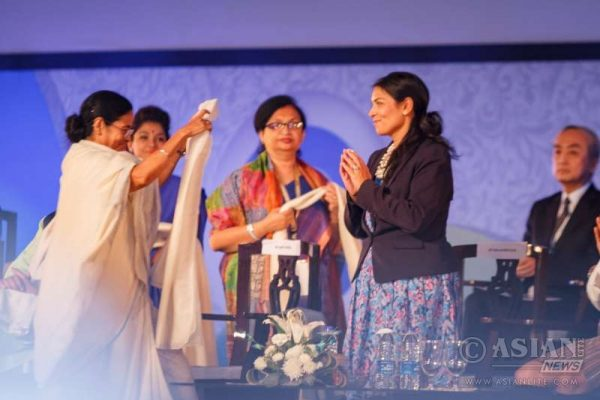 West bengal Chief Minister Mamata Banerjee honours Priti Patel (File)