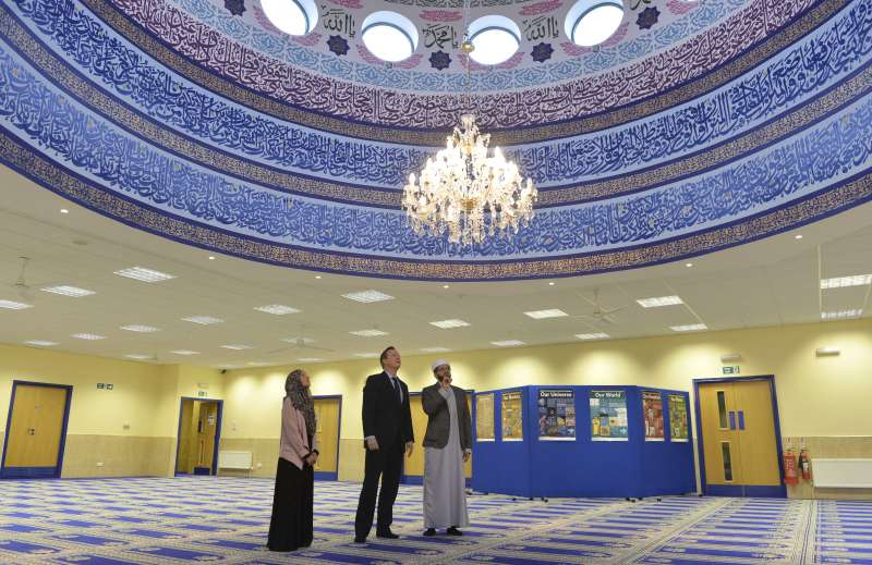 Prime Minister David cameron visits Makkah Mosque in Leeds. Imam Qari Asim and other mosque committee members were with him.