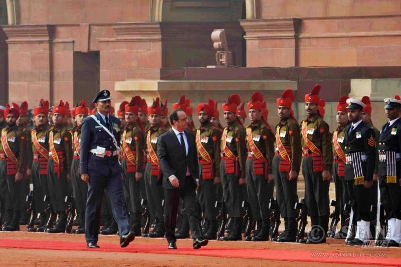 French President Francois Hollande inspecting the guard of honour during his ceremonial reception at Rashtrapati Bhavan