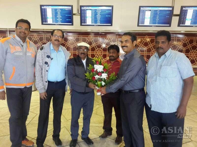 Ernakulam expats association recieving IV Sasi at Riyadh airport