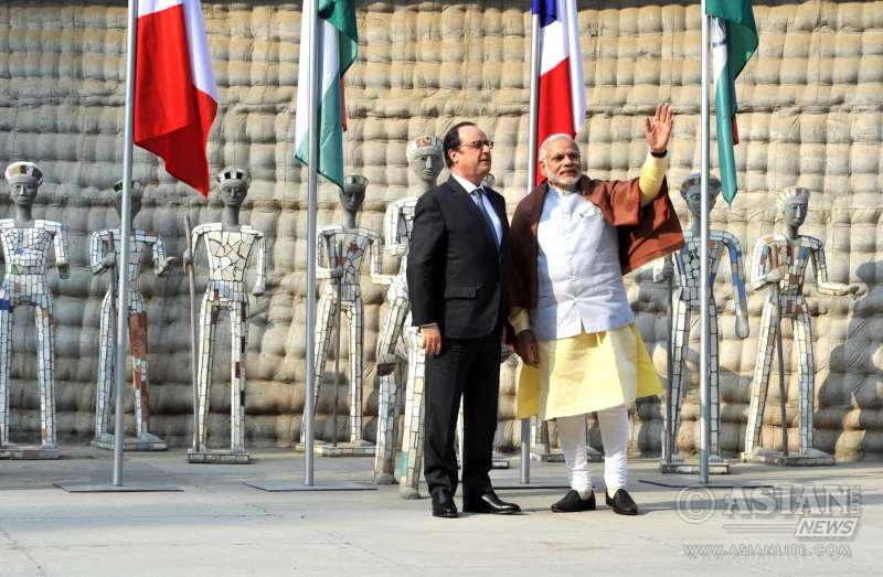 Narendra Modi with the President of France, Mr. Francois Hollande, at Nek Chand Rock Garden, in Chandigarh