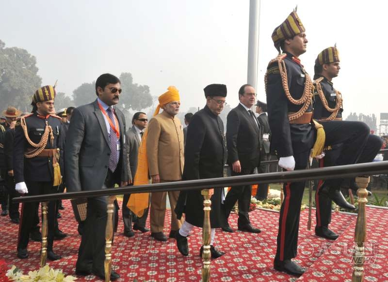 Pranab Mukherjee, the Prime Minister, Shri Narendra Modi and the Chief Guest of Republic Day, President of France, Mr. Francois Hollande arriving at saluting dais
