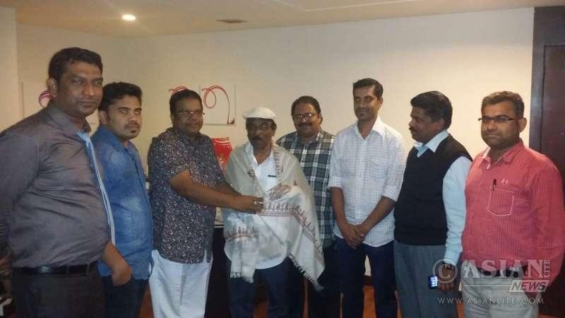 Officials of Sarangi forum honouring Sasi