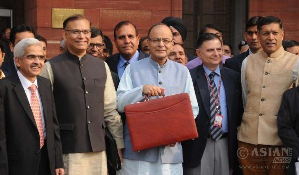 Union Finance Minister Arun Jaitley along with MoS for Finance, Jayant Sinha, Finance Secretary Ratan P Watal and officials leaving North block office to present Annual Budget 2016-17 at Parliament, in New Delhi