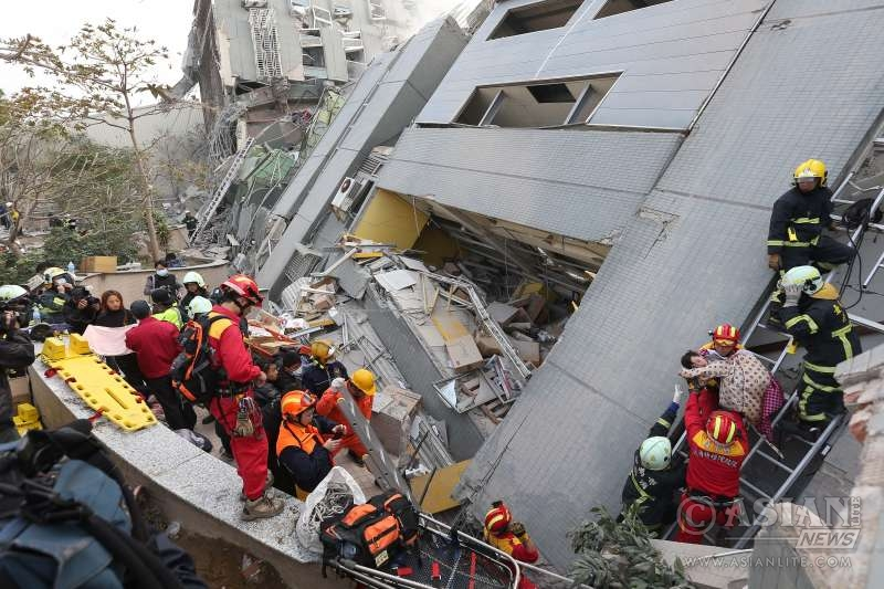 - Rescuers transfer a trapped resident at a quake site in Tainan, southeast China's Taiwan, Feb. 6, 2016. At least three people including an infant were killed and dozens injured when a high-rise residential building collapsed after a 6.4-magnitude earthquake hit Kaohsiung neighboring Tainan at 3:57 local time on Saturday