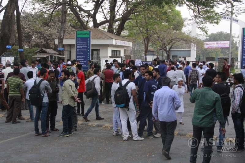 Parents and relatives of the college students who were drowned in the Arabian Sea at Murud Beach in Raigad district gathered outside the Abeda Inamdar College in Pune on Feb 1, 2016. At least 14 college students - part of a group of 130 on a picnic - drowned in the Arabian Sea at Murud Beach in Raigad district.