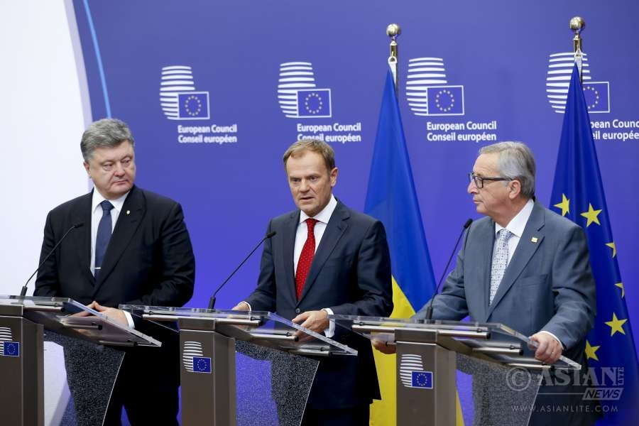 Ukraine's President Petro Poroshenko, European Council President Donald Tusk and European Commission President Jean Claude Juncker (from L to R) attend a press briefing prior to a meeting at the EU council headquarters in Brussels, capital of Belgium (File)