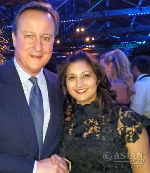 Prime Minister David Cameron with IN Campaigner Reena Ranger (file)