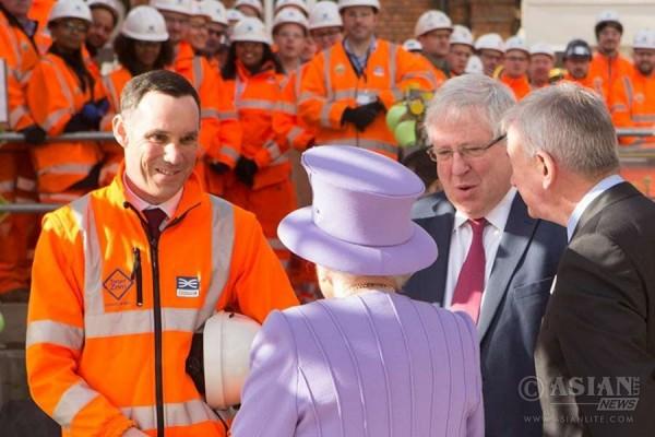 Queen Elizabeth at the Crossrail site in London