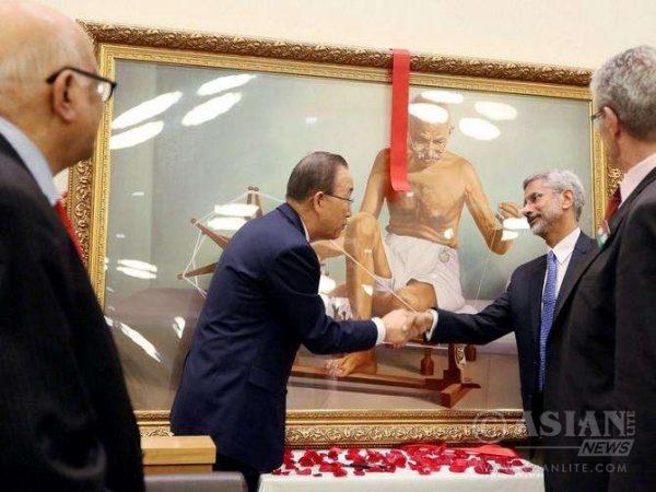 Foreign Secretary S Jaishankar presenting a portrait of Mahatma Gandhi to UN Secretary General Ban Ki Moon during the Gandhi Jayanti celebrations at UN in New York (FILE)
