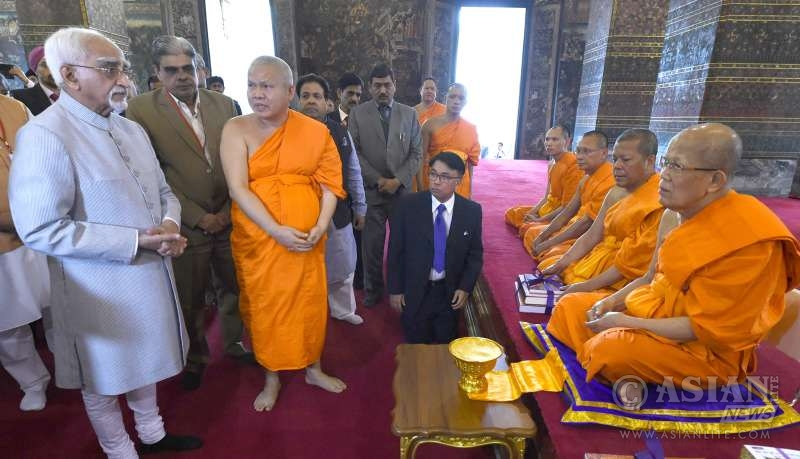 Indian Vice President Mr M. Hamid Ansari in a Thailand temple