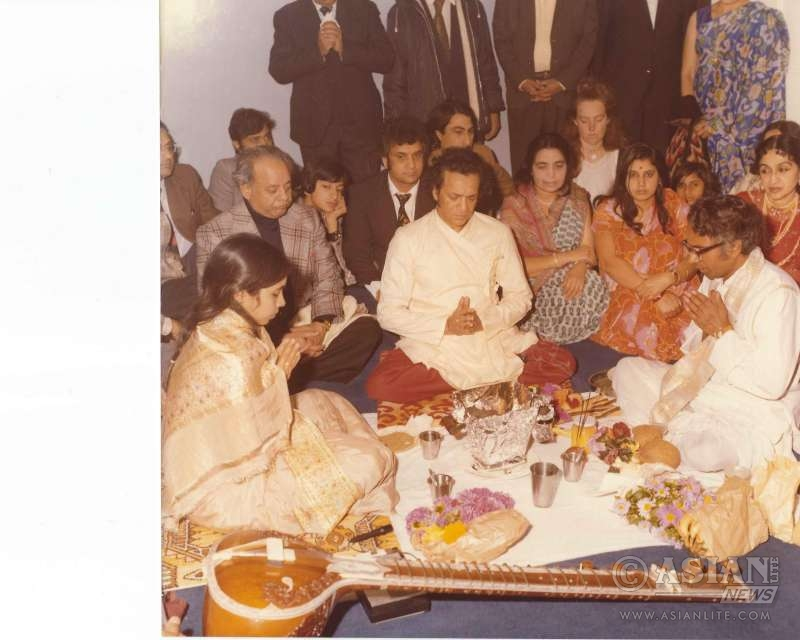 Punita becoming disciple of Ravi Shankar