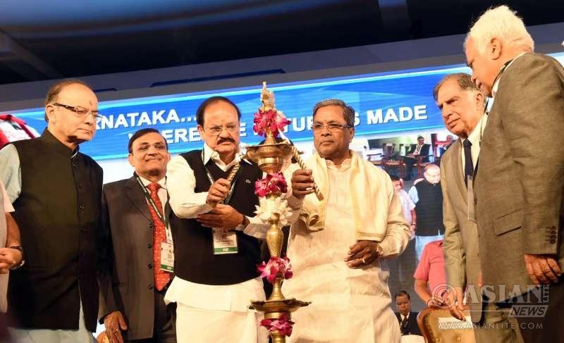 Union Ministers Arun Jaitley, M. Venkaiah Naidu, Karnataka Chief Minister Siddaramaiah and Chairman emeritus of Tata Sons, Ratan Tata during the inauguration of the `Invest Karnataka 2016` Global Investors Meet in Bengaluru