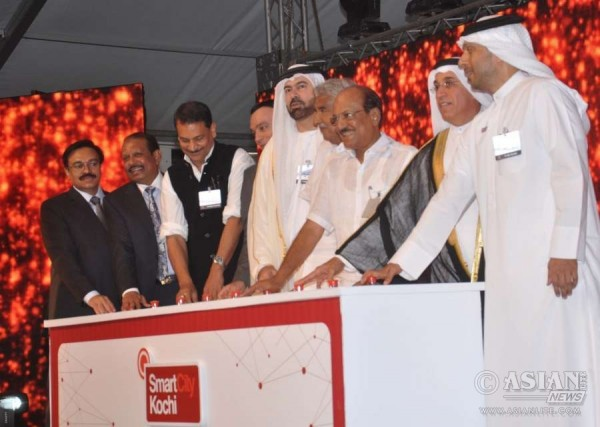 Kerala Chief Minister Oommen Chandy, UAE Cabinet Affairs Minister and Chairman of Dubai Holding Mohammed Al Gargawi and Union MoS Skill Development and Entrepreneurship Rajiv Pratap Rudy at the inauguration of the first phase `SmartCity Kochi` in Kochi