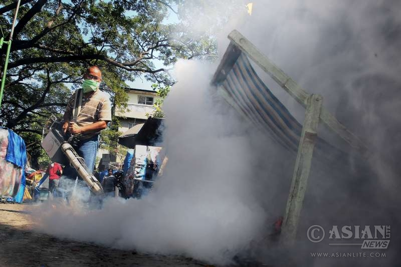 A worker fumigates a street to prevent the spread of the disease-carrying Aedes mosquitoes at a slum area in Paranaque City, the Philippines, Feb. 2, 2016. The Philippine Department of Health (DOH) said that the Philippines remains free of the Zika virus but they are on a heightened surveillance on the virus, adding that there are available laboratory tests to confirm the dreaded disease.