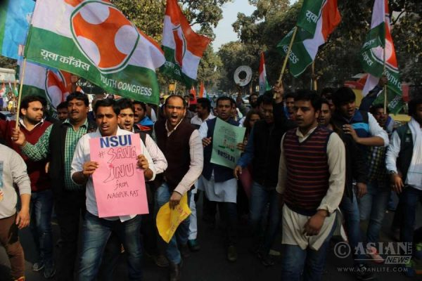 Congress workers protest at Patiala Court