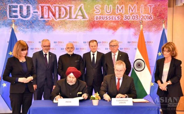 Modi at the signing of loan agreement for Lucknow Metro with European Investment Bank, in Brussels, Belgium