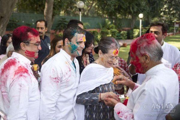 Congress president Sonia Gandhi, vice president Rahul Gandhi, Delhi unit chief Ajay Maken celebrate Holi at Congress headquarters in New Delhi