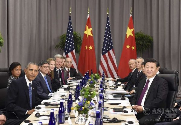 Chinese President Xi Jinping (1st R) meets with his U.S. counterpart Barack Obama (1st L) on the sidelines of the fourth Nuclear Security Summit in Washington D.C., the United States