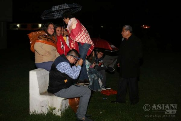 People stay outside their houses after an earthquake in the city of Quito, capital of Ecuador, on April 16, 2016. Some 28 people have been killed in the 7.8-magnitude earthquake that struck Ecuador Saturday, Ecuadorian Vice President Jorge Glas said.