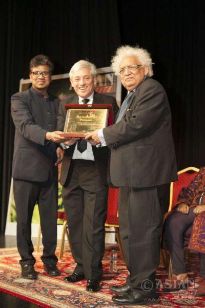 Speaker John Bercow and Azeez Anasudhin, Asian Lite, Editor, present the 2016 Asian Lite Pranam Award to Lord Desai