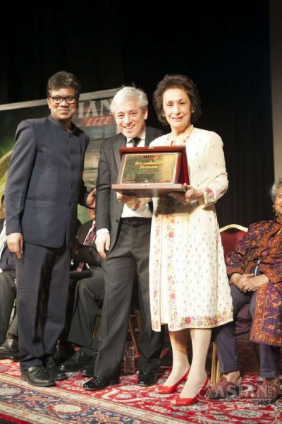 Speaker John Bercow along with Asian Lite Editor Azeez Anasudhin presenting the Pranam Memento to Zerbanoo Giffors