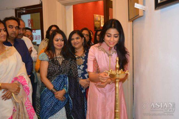 Shriya Saran inaugurating the exhibition