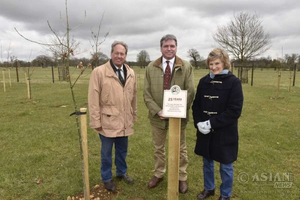 Lance Bradley, Mitsubishi Motors in the UK's Managing Director, Hugh Thomas, Director of Mitsubishi Motors Badminton Horse Trials and the Duchess of Beaufort unveiling the plaque at Badminton Estate