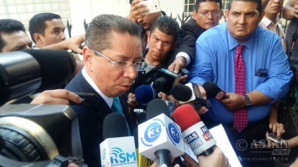 El Salvador Attorney General Douglas Melendez speaking to the media after raids at the offices of law firm Mossack Fonseca in capital, San Salvador