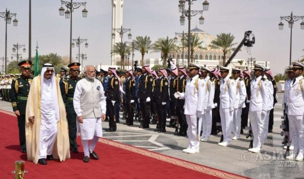 Modi being received at the Official Welcome ceremony at the Royal Court, in Riyadh, Saudi Arabia