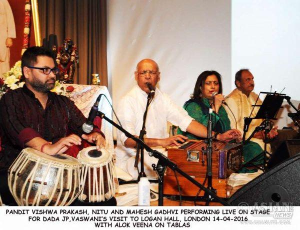 Pandit Vishwa Prakash, Nitu, Mahesh Gadhvi and Alok Veena perform at Logan Hall, London, to welcome Dada Vaswani