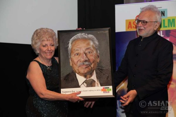 Farrukh Dhondy presents the oil portrait of Saeed to  Jennifer Jaffrey. The portrait was commissioned by and on behalf of Tongues on Fire, organisers of the London Asian Film Festival