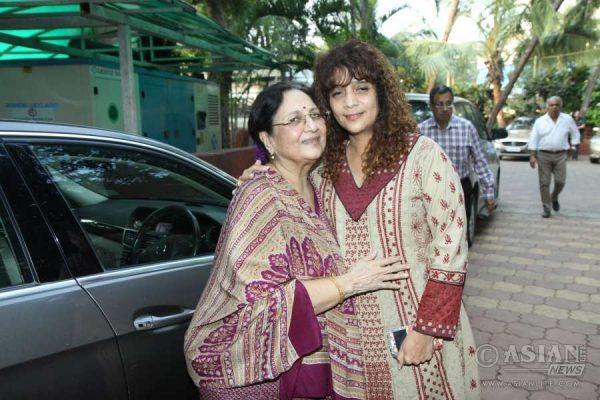Ghazal singer Penaz Masani with veteran actress Tabassum