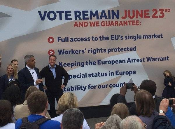 London Mayor Sadiq Khan and Prime Minister David Cameron share stage to promote IN campaign