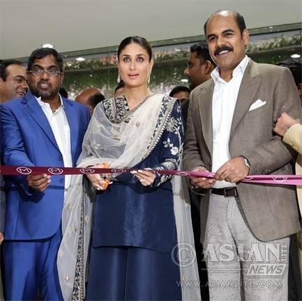 Actress Kareena Kapoor during the inauguration of a jewellery showroom in Belagavi of Karnataka. M P Ahammed, chairman of Malabar Group, managing director O Asher, Rajya Sabha member Prabhakar Kore are also seen.