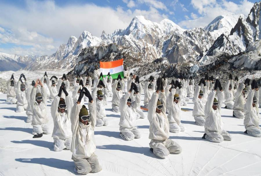 Army soldiers join Yoga Day in Siachen