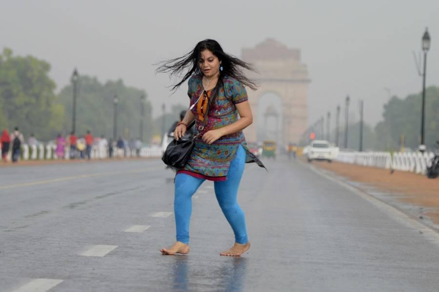 A Delhiite enjoying the rains near India Gate (File)