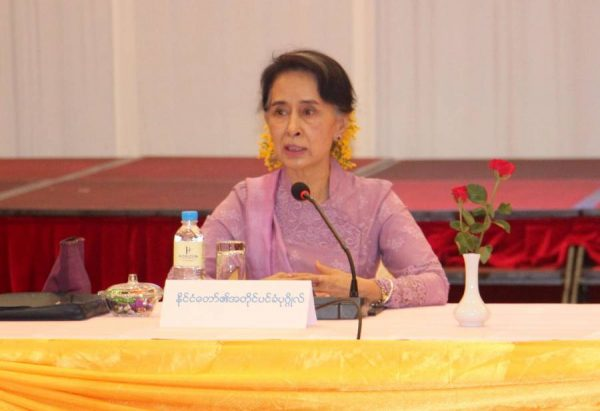 Myanmar State Counselor Aung San Suu Kyi (C) speaks at a meeting of the Peace Process Steering Team (PPST) for Ceasefire in Nay Pyi Taw, Myanmar,