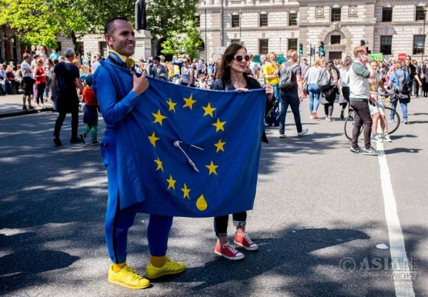 People take part in a march against the outcome of the recent EU referendum, in London, Britain, July 2, 2016. Around 40,000 people attended the anti-Brexit march after a petition with 4 million signatures was submitted to the parliament, calling for a second referendum.