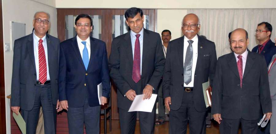 Urjit Patel with Deputy Governor SS Mundra , former governor Raghuram Rajan, Deputy Governors R Gandhi and NS Vishwanathan during a press conference in Mumbai (File)