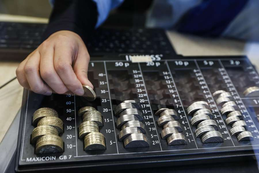 LONDON, Oct. 8, 2016 (Xinhua) -- A cashier counts pound coins in a money change bureau in central London, Britain, on Oct. 8, 2016. The Bank of England (BOE) Friday asked the Bank for International Settlements (BIS) to investigate the flash crash in sterling that took place during trading on Friday. (Xinhua/Han Yan/IANS) (djj)