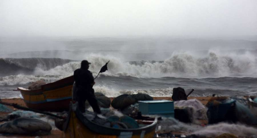 Chennai: High waves hit the shore as Cyclone Vardah makes landfall near Chennai in Tamil Nadu on Dec 12, 2016. (Photo: IANS)