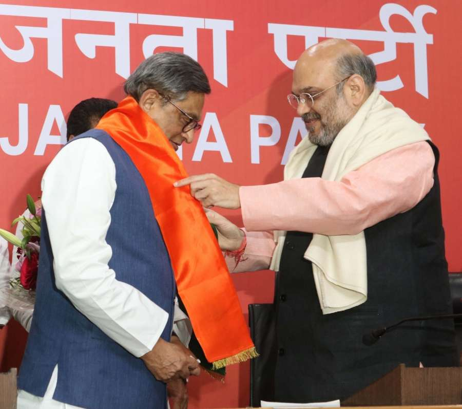 New Delhi: Congress leader and former Karnataka Chief Minister SM Krishna joins BJP in the presence of BJP Chief president Amit Shah in New Delhi on March 22, 2017. (Photo: IANS) by .