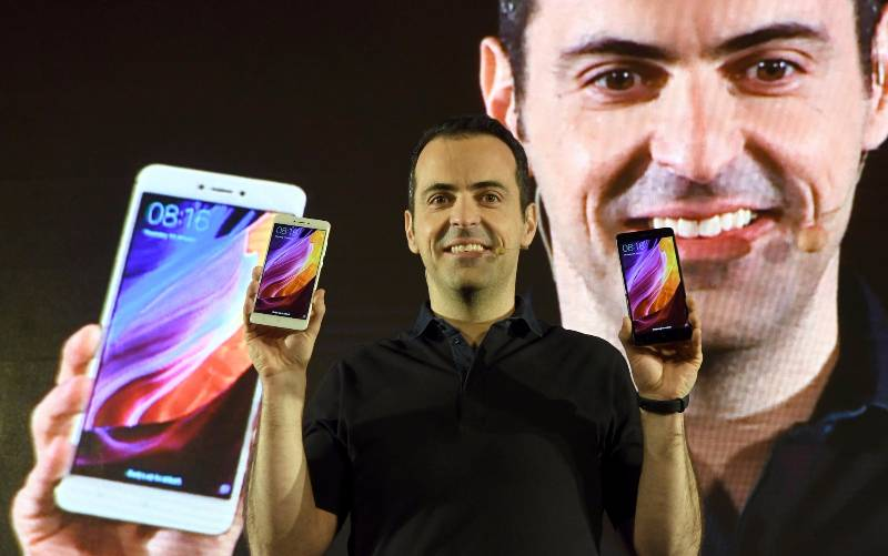 New Delhi: Xiaomi Global Vice President Hugo Barra unveils the new Redmi Note 4 in New Delhi on Jan 19, 2017. (Photo: IANS) by .