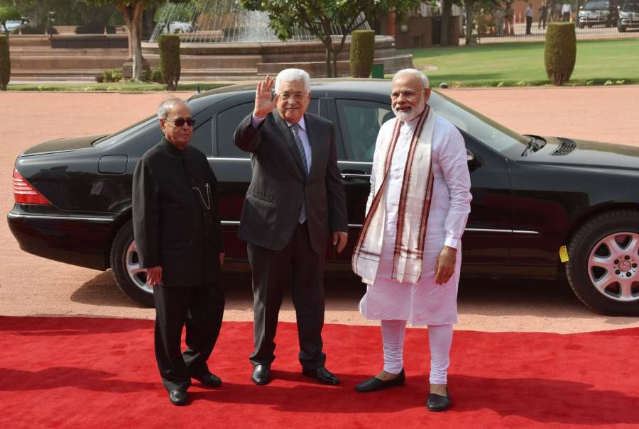 New Delhi: President of the State of Palestine Mahmoud Abbas being received by the President Pranab Mukherjee and the Prime Minister Narendra Modi, at the Ceremonial Reception, at Rashtrapati Bhavan, in New Delhi on May 16, 2017. (Photo: IANS/PIB) by .